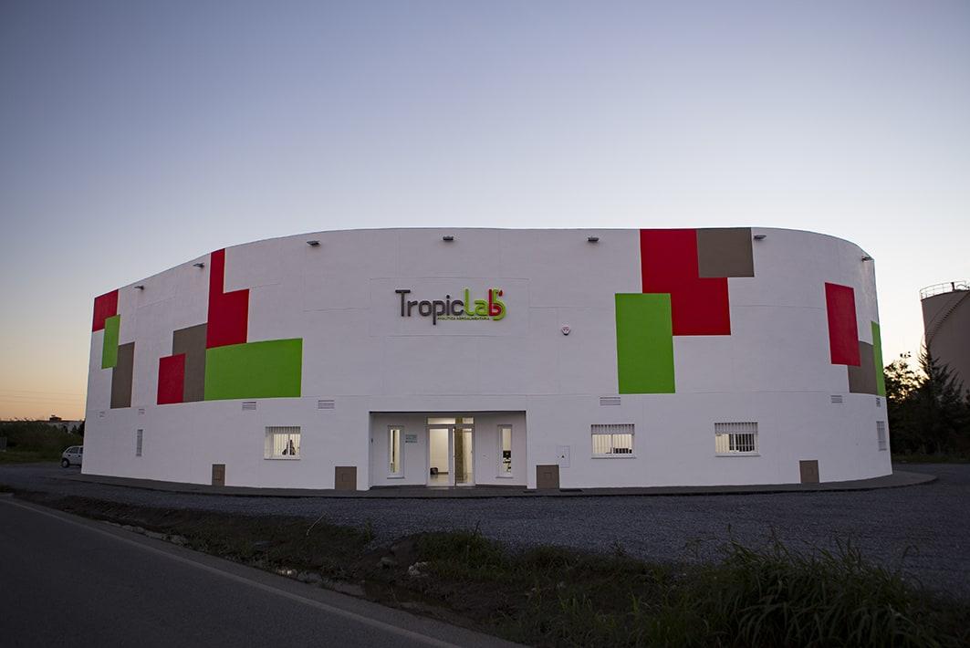 Un laboratorio de un millón de euros se instala en el 'polígono industrial' del puerto